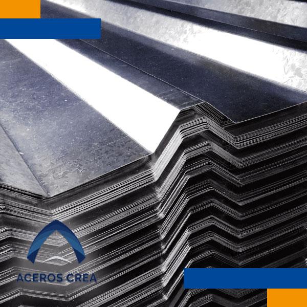 La lámina R-72 está hecha con acero Ternium, lo que refleja la calidad y resistencia de este producto, pues no solo su diseño ayuda a un proyecto a cumplir con las necesidades que requiere, sino que también asegura su funcionamiento por un periodo de tiempo más largo, al igual que la certeza y seguridad que brindará a una construcción.
