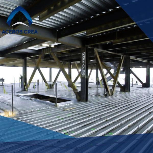 Estructura de acero con vigas y losacero